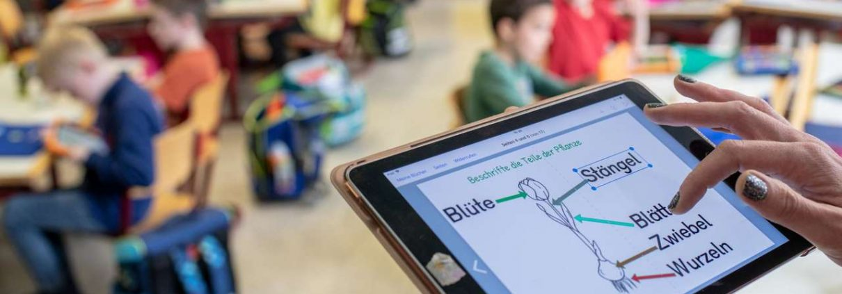 Das Geld aus dem geplanten Digitalpakt von Bund und Ländern reicht nicht, um alle Schüler mit Tablets zu versorgen.